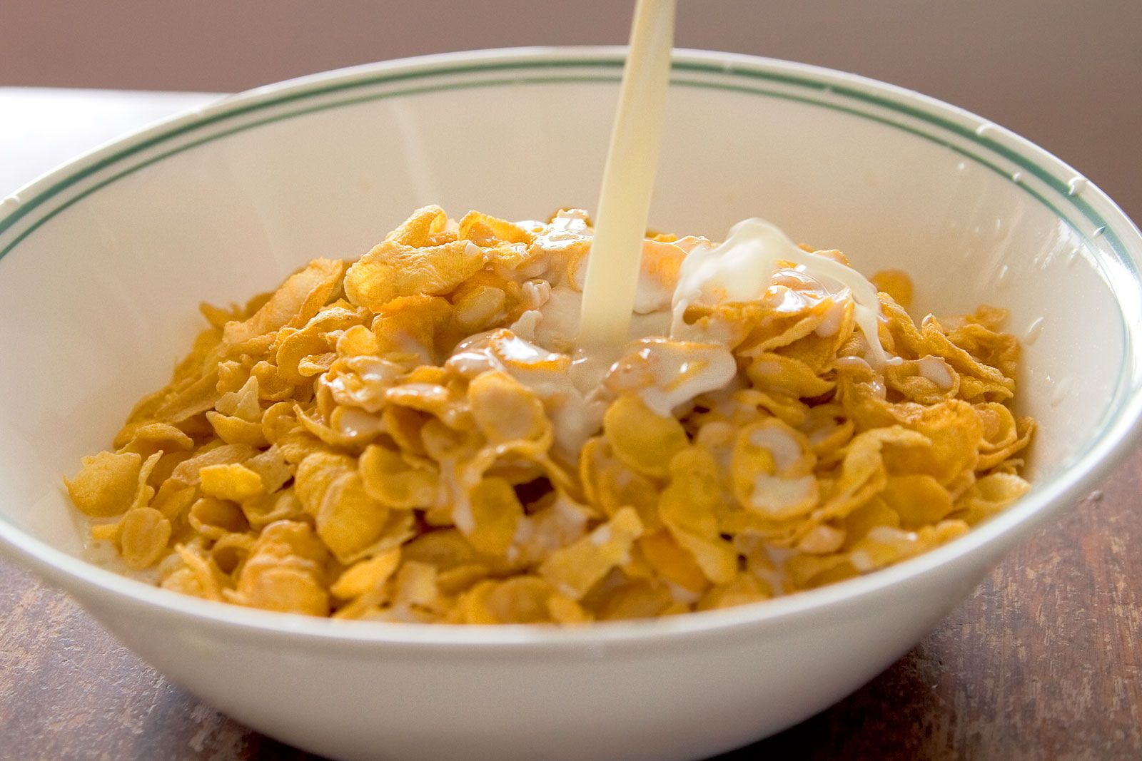 http://www.webexhibits.org/causesofcolor/images/content/melanin/Cornflakes_with_milk_pouring_inZ.jpg